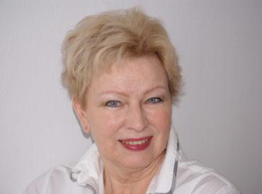 Krystyna Kofta wspiera kobiety
