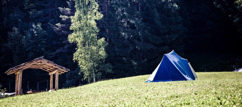 Namiot zasilany energią słoneczną