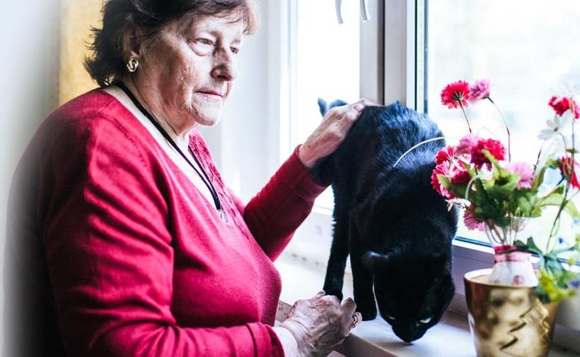 Ufunduj dzień wakacji samotnej starszej osobie