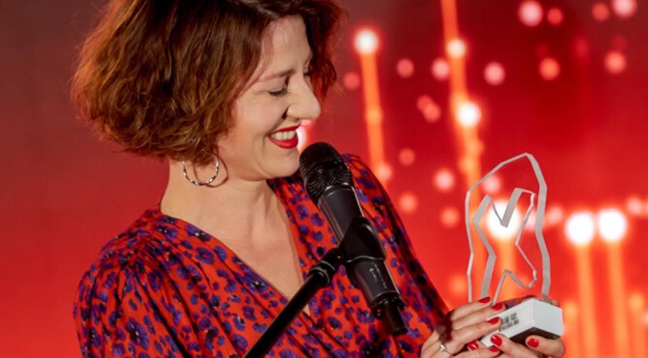 Maja Ostaszewska odbiera statuetkę Bizneswoman Roku