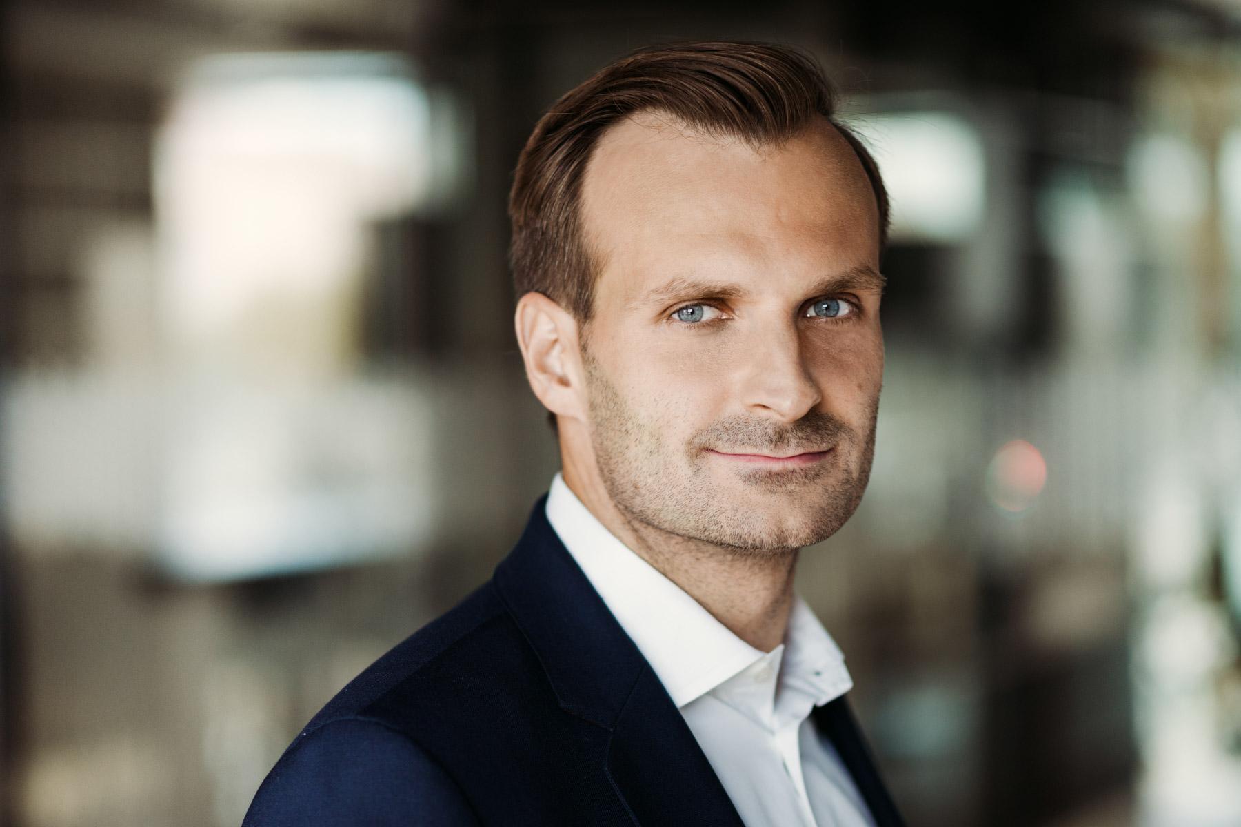 Jakie korzyści przynosi ograniczanie śladu węglowego opowiada Adam Targowski, Skanska