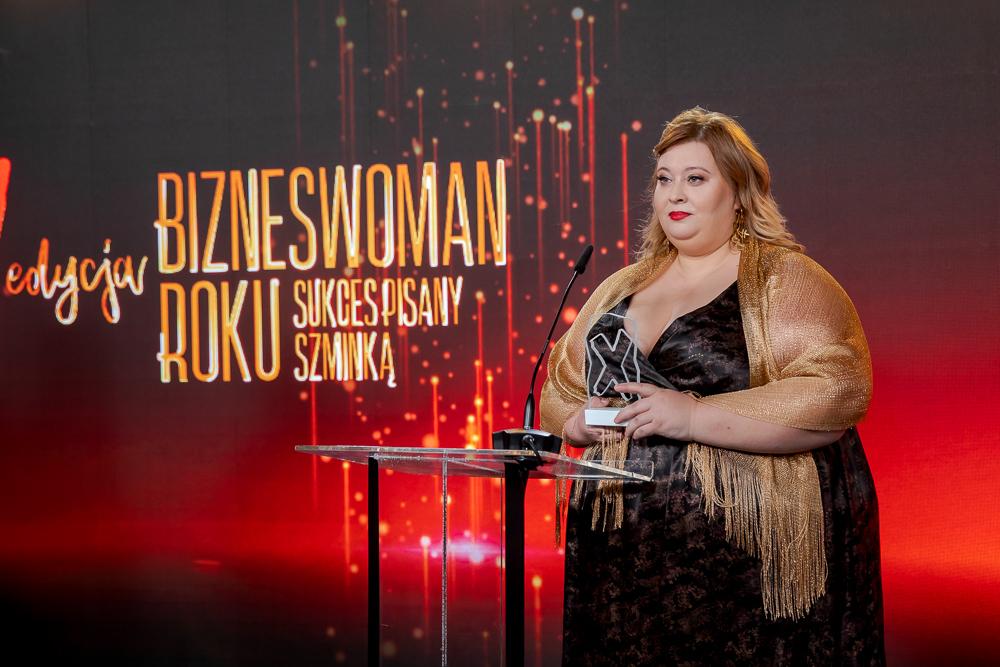 Magdalena Janczewska odbiera statuetkę Bizneswoman Roku 2020
